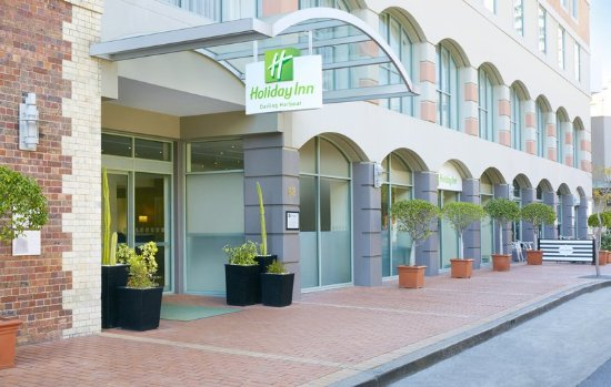Holiday Inn Darling Harbour: Hotel Exterior and Entrance