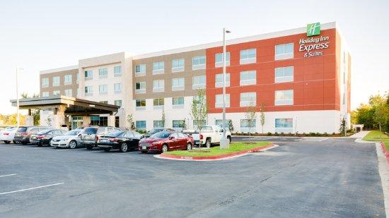 Russellville, AR: Hotel Exterior