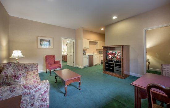 Albany, Georgien: King Jacuzzi Suite