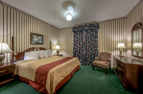 Albany, GA: King Jacuzzi Suite