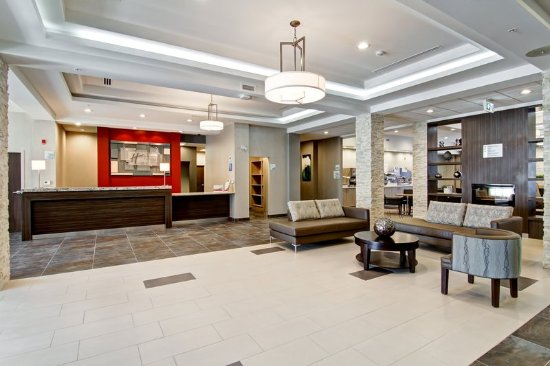 Oshawa, Canada: Front Desk and Lobby Area