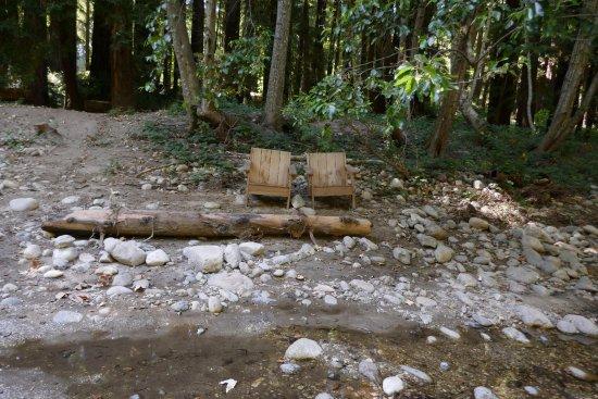 Glen Oaks Big Sur: Chairs by the Big Sur River