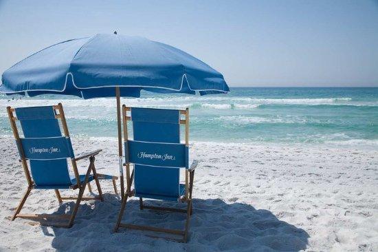 Hampton Inn Ft. Walton Beach: Beach Chairs & Umbrella