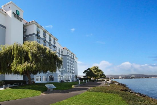 Burlingame, CA: Hotel Exterior With Bay View