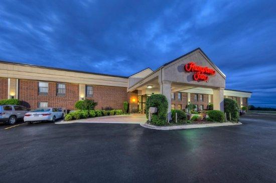 Clarksville, أركنساس: Hotel Exterior Evening View