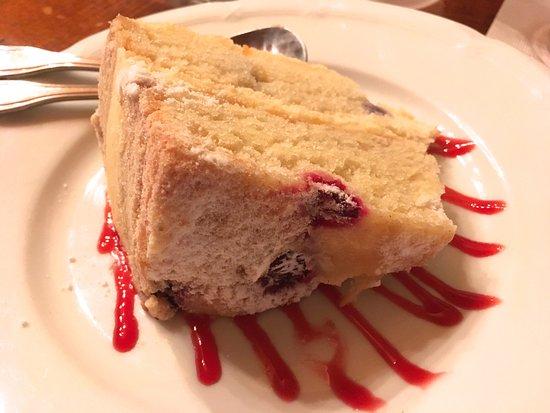 Darby's Tavern: Lemon Cake (delicious!)