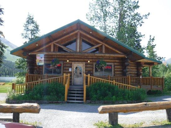 Moose Pass, AK: Summit Lake Cafe & giftshop. Great ice cream!