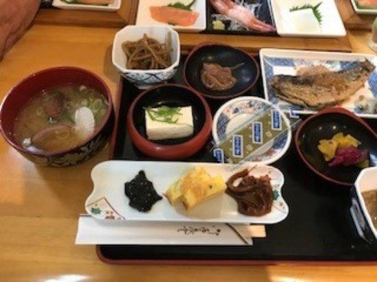Senchonoie : 朝食です。 ニシンの焼き魚とベビーほたての味噌汁。