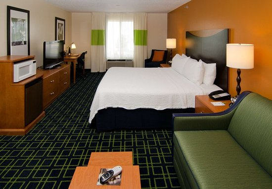 Fenton, MO: Executive King Guest Room