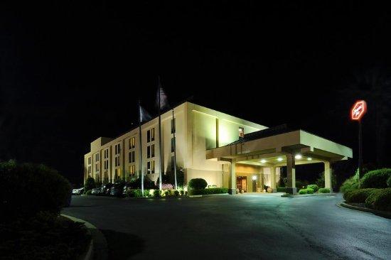 Gaffney, SC: Hotel Exterior - Night