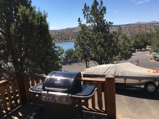 Prineville, OR: Cabin #3 View and BBQ