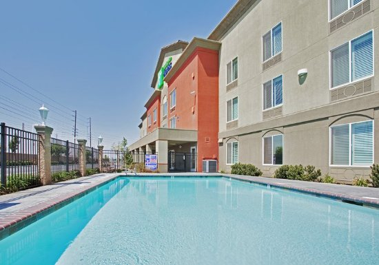 Modesto, Californien: Enjoy a Dip in our Outdoor Heated Swimming Pool