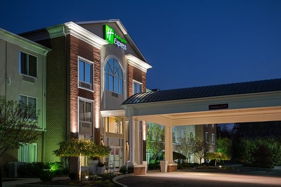 Warren, OH: A view of our Hotel Exterior in the evening