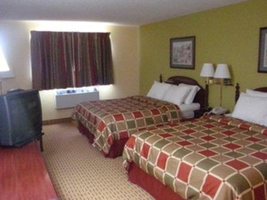 Portland, MI: Two Queen Bed Room