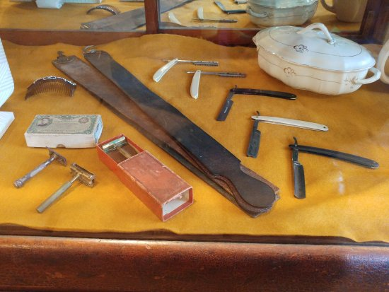 Burnaby, Canadá: Barber's tools and personal double-edged razors