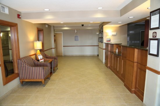 Warrenton, MO: Hotel Lobby