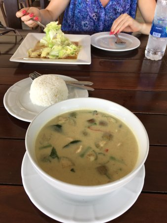 Samed Club: God lunch i restaurangen.