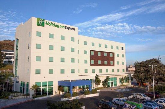 Holiday Inn Express Guadalajara Iteso: Hotel Exterior