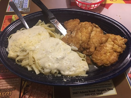 ‪‪Columbiana‬, ‪Ohio‬: Chicken francaise with fettuccini Alfredo and chicken parm with penne‬