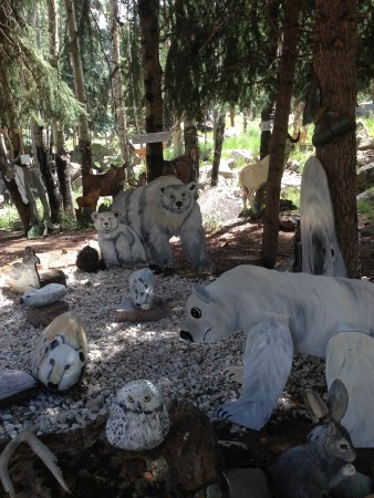 Lake City, Колорадо: Large cut out animals and rocks make up the zoo