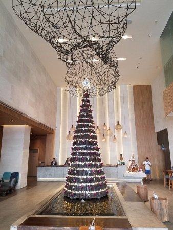 Lobby xmas tree