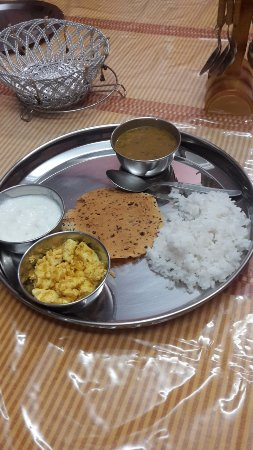 Aapo Aap Home Stay (Guest House): Thali