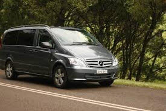 Epicurean Fine Food and Wine Tours: Epicurean Yarra Valley tour vehicle