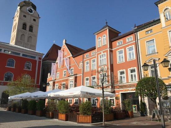 Hotel und Gaststätte zum Erdinger Weissbräu: Outside Resto Patio
