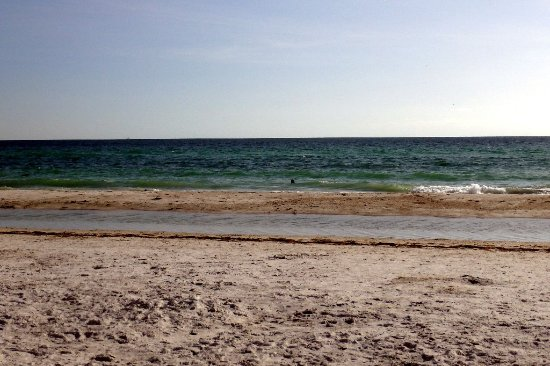 Bradenton Beach, Floryda: A view of the beach and the fine sand on it.