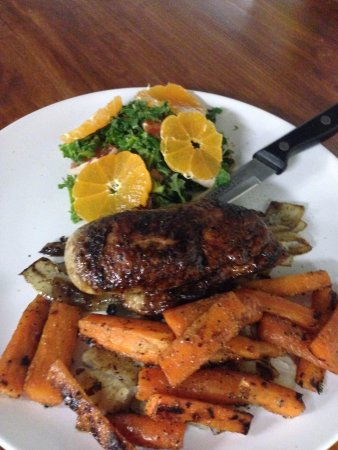 Missouri City, TX: pineapple glazed grilled duck breast with vegetables and citrus salad