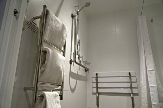 Havelock North, Nya Zeeland: Deluxe Accessible Room (bathroom)
