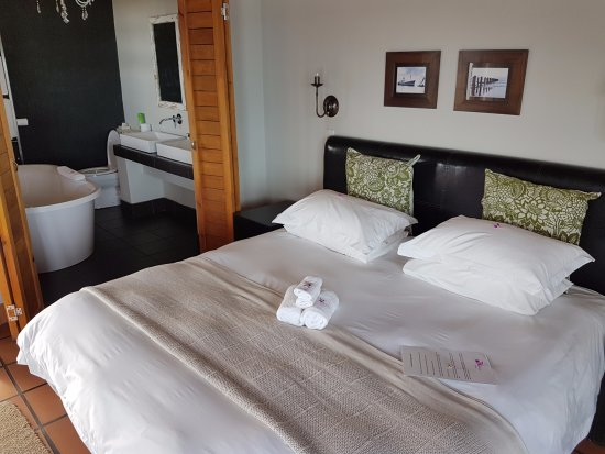 Dolphin Dunes Guesthouse: Huge, comfy bed
