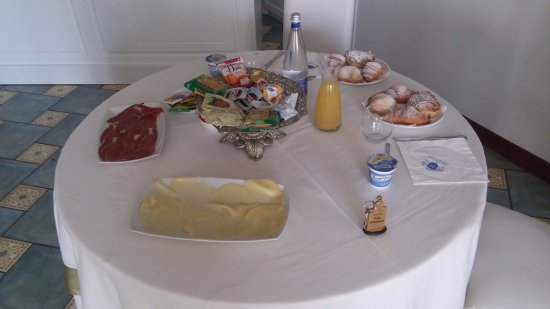 Villa Cimmino Hotel Restaurant: ארוחת בוקר אישית רק לשנינו