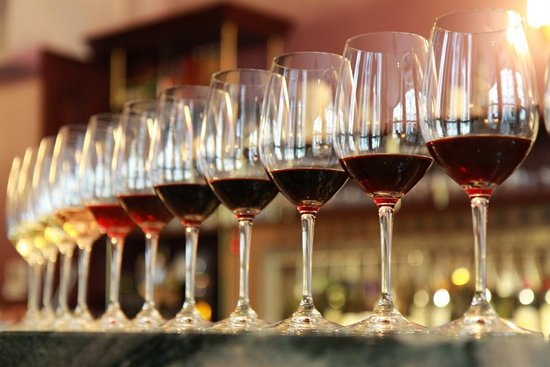 Tamborine Mountain, Australia: Tasting Glasses  Whites & Reds