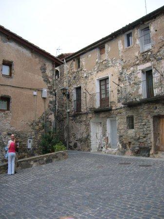 Castellfollit de la Roca, España: Paseando por sus calles