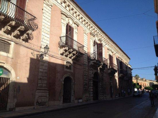 Licata, Itália: Facciata in ombra
