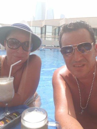 InterContinental Abu Dhabi: Pool and Bar Level 3