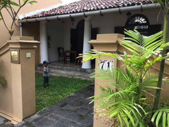 Galle Heritage Villa by Jetwing: Entrance to the hotel.