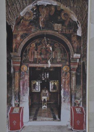 Gracanica, Kosovo: 教堂內隨處都建壁畫(翻拍)
