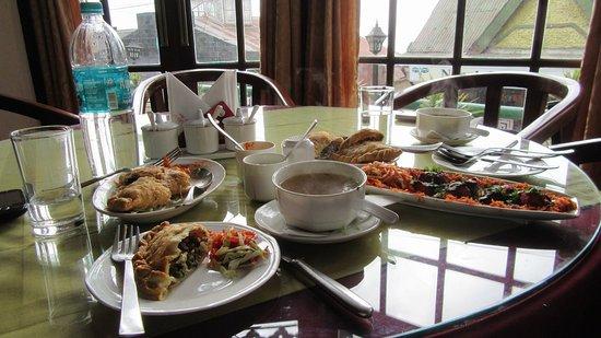 Hotel and Restaurant Shangri-la: lunch at Shangri-La