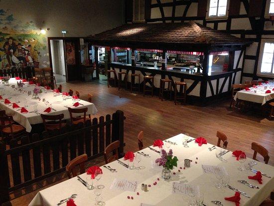 Hatten, France : Salle de réception STAMMTISCH disponible pour vos repas de familles, soirées privées et autres