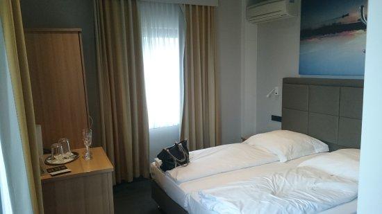 Hotel Cult: DSC_0372_large.jpg