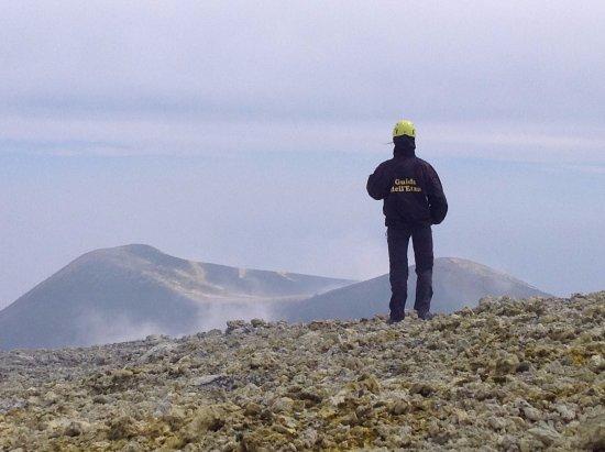 Nicolosi, อิตาลี: Etna Cratere Centrale 3.345 metri - Turista in escursione