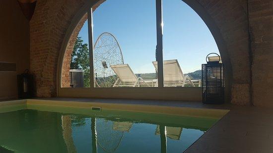 Agliano Terme, Italy: Piscina idromassaggio interna della Spa