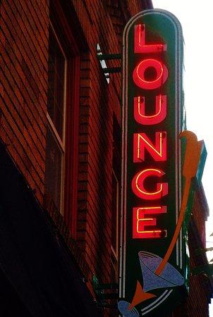 Camas, WA: The neon Lounge sign