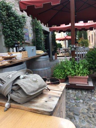 Scorcio laterale del dehor vicino la cucina - Foto di Eglise Cafe ...