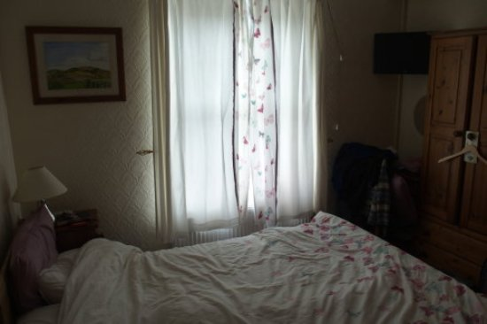 The Guest House: Only decorative curtains at the windows