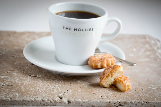 Little Budworth, UK: Coffee served with a delicious biscuit.
