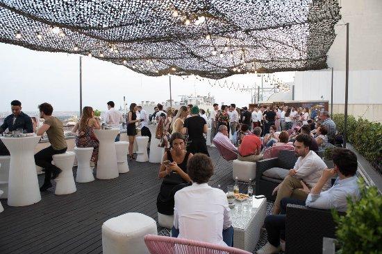 Ambiente De La Terraza En El Evento Photo De Vincci