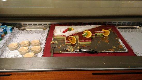 Saint Die des Vosges, Frankrijk: Dessert servi; en plus de cela il y a des tartes aux chocolats mais il y en avait plus après...